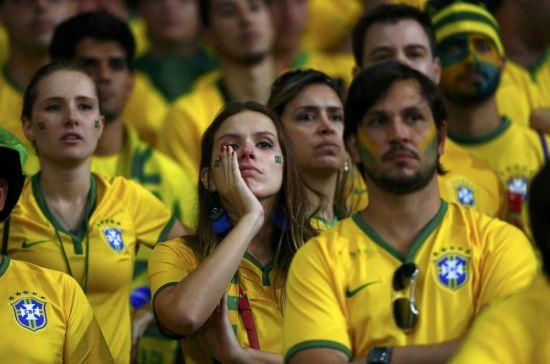جماهير البرازيل مصدومة من الهزيمة التاريخية أمام ألمانيا