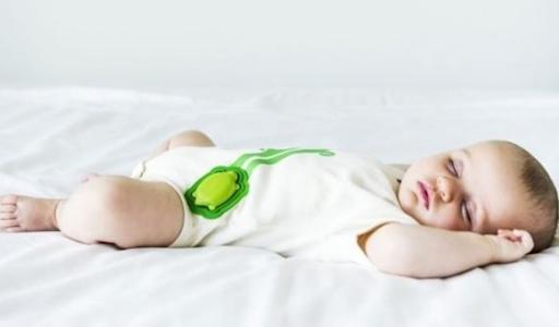 التكنولوجيا تجعل أطفالنا في أمان …جوارب ذكية تكشف علامات طفلك الحيوية